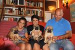 Cachorros de Hans y Neula con Edu y su hijos, Edu y Laura