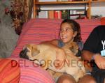 Laura con los cachorros de Hans y Neula